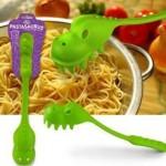 El pastasaurus, original utensilio para servir pasta a los peques