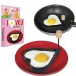 Molde para huevos fritos con forma de corazón