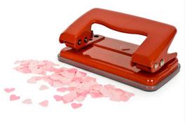 Regalos originales San Valentin: Perforador de hojas con forma de corazones