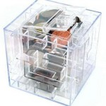Hucha laberinto con forma de cubo