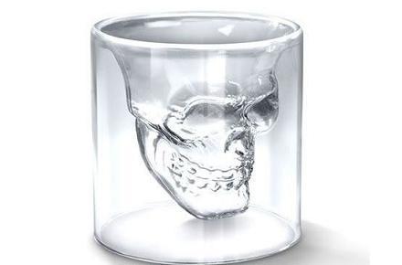 Vaso de cristal con forma de cráneo