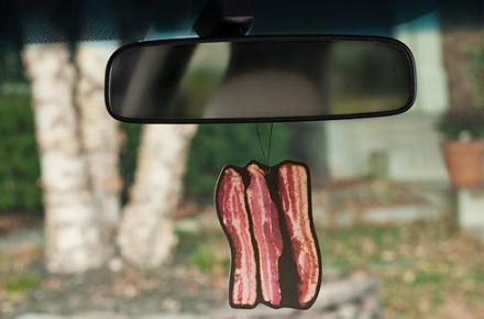 Ambientador con forma y olor a bacon