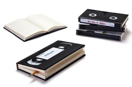 Libreta con forma de cinta VHS