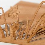 Postal de madera recortable con forma de narcisos