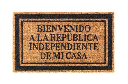 """Felpudo """"Bienvenido a la República Independiente de mi casa"""""""