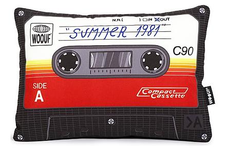 Cojín con forma de radiocassette