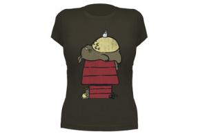 Camiseta de Totoro vecino de Snoopy