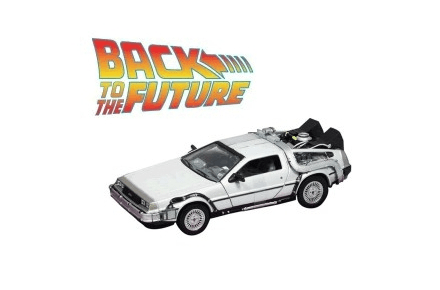Maqueta del Delorean de Regreso al Futuro