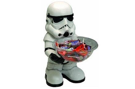 Storm Trooper ofrece caramelos