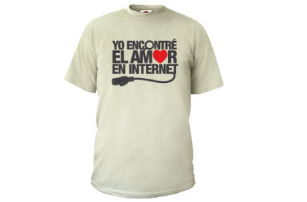 """Camiseta """"Yo encontré el amor en Internet"""""""