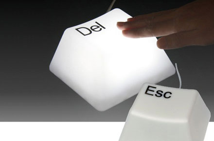 Lámpara friki Megatecla DEL y ESC
