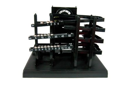 Reloj máquina del tiempo con bolas
