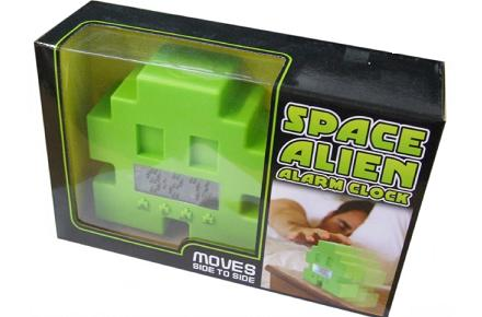 Despertador Space Invaders con ruedas