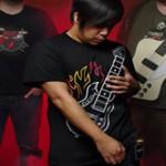 Camiseta con guitarra electrica incorporada