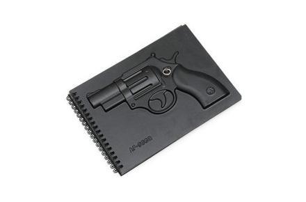 Bloc de notas con relieve de revólver