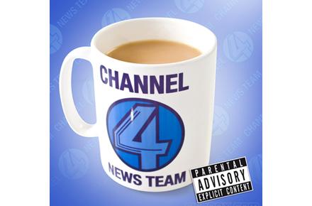 Taza de noticias Canal 4, conviértete en el periodista más friki