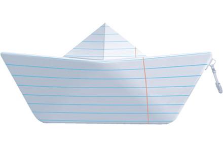 Estuche con forma de barco de papel