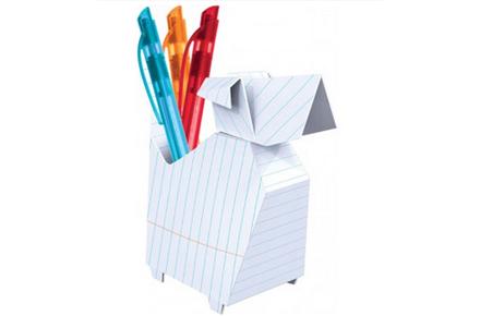 Soporte para lápices con forma de perro de origami