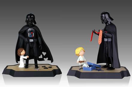 Pack de figuras Darth Vader con Luke y Leia y su libro correspondiente