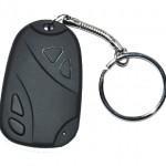 Llavero espía con forma de mando del coche
