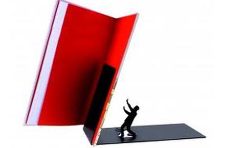 "Sujeta libros ""Falling"""